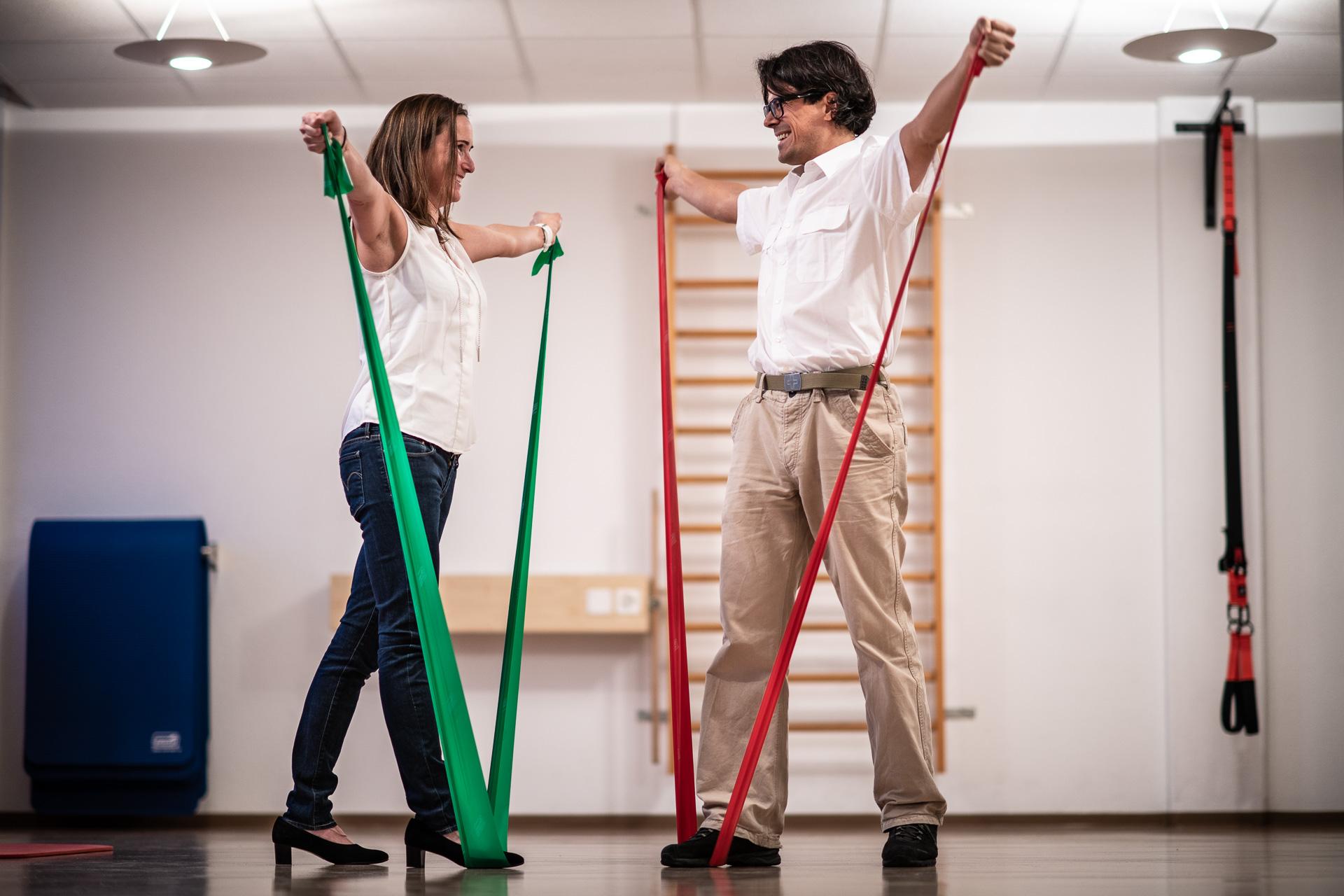 Frau Und Mann Trainieren In Arbeitskleidung
